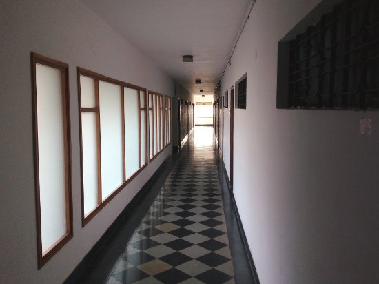 Hotel Pariwar: Well-lit corridor: diffused natural light
