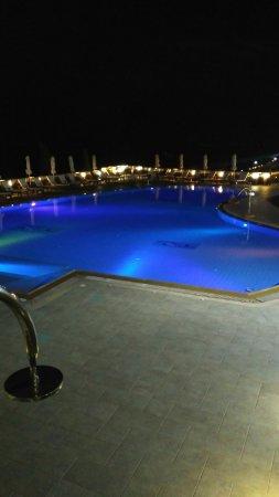 ريجينا ديلاكوا: Sun rise from the balcony. Part of the reception area. The pool .