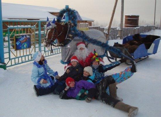 """Bratsk, Rosja: Новогодние праздники в """"Конном мире"""""""