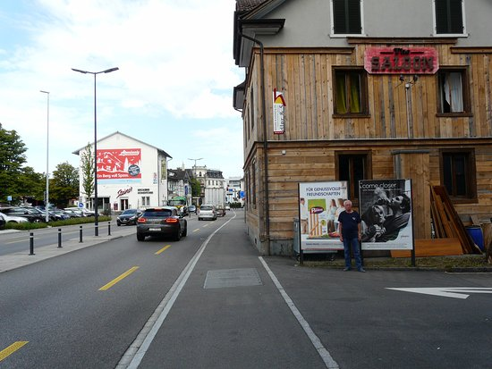 Wetzikon, สวิตเซอร์แลนด์: The Saloon - вид  сзади