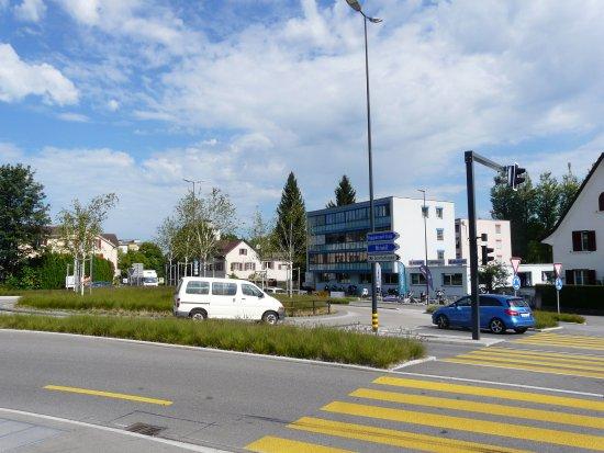 Wetzikon, Szwajcaria: Вид на СТО авто в Ветциконе
