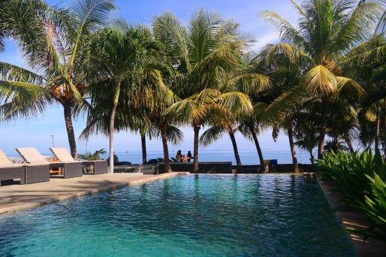 Пемарон, Индонезия: Pool & Beach view