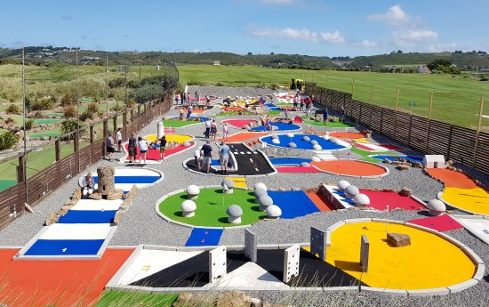 St. Ouen, UK: Crazy Golf