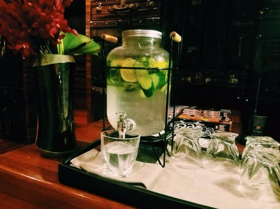 URBN Boutique Shanghai: Water served 24/7