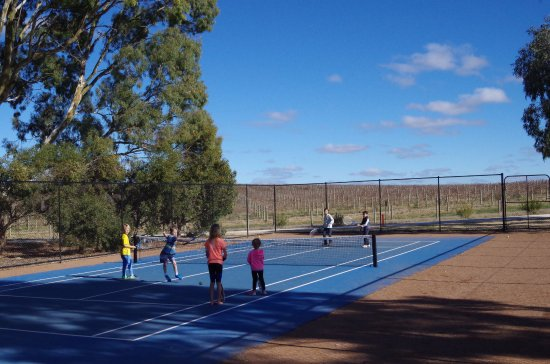 Jacob's Creek: Tennis court at Jacob Creek