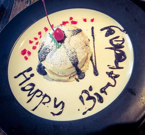 Kuchen Zum Geburtstag Bild Von Bliss Surfer Hotel Legian