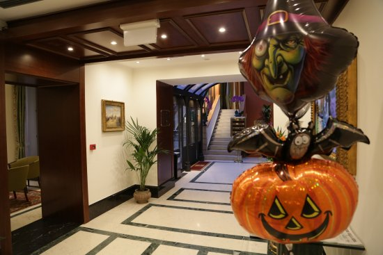 hotel ponte sisto amenities set up for halloween party