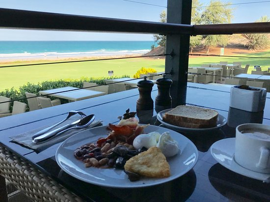 Cable Beach Club Resort & Spa: breakfast and the view