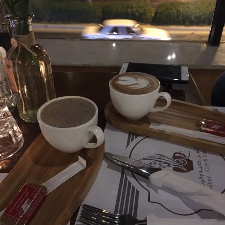 القهوة مع اطلالة على الكورنيش