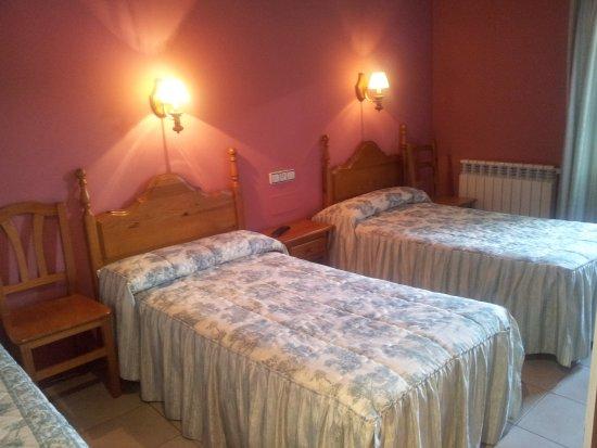 Laspaules, Spanje: Habitación doble con camas individuales