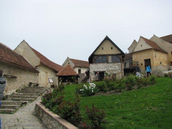 Rasnov, Romania: Dziedziniec zamku