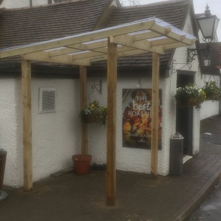 Uxbridge, UK: It's not quite finished but we have had a shelter built for our smoking customers