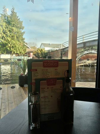 Wroxham, UK: Lunch @ the bridge