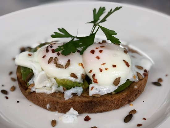 Winchelsea, UK: Crushed avocado & poached eggs with omega 3 seeds and chilli flakes