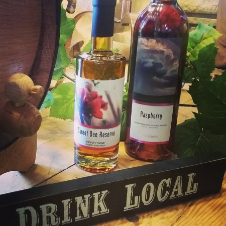 Twin Rivers Winery and Gourmet Shoppe: Drink Local!