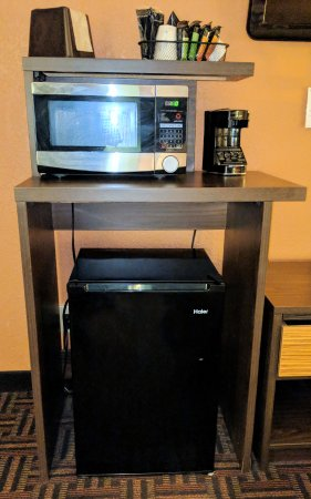 Super 8 by Wyndham Fairview Heights-St. Louis: Micro, fridge, and coffemaker