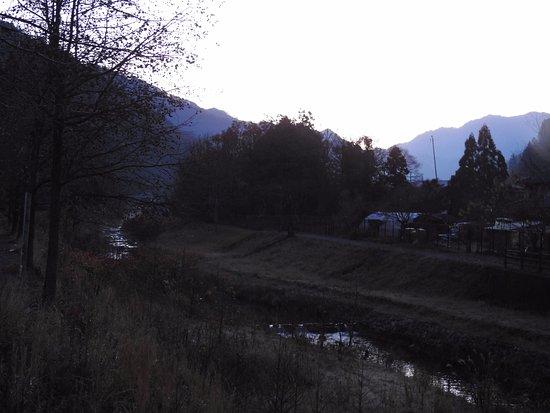 Asago Michi-no-Eki Muraokoshi Center: 暗いですが近所に川が流れてました。