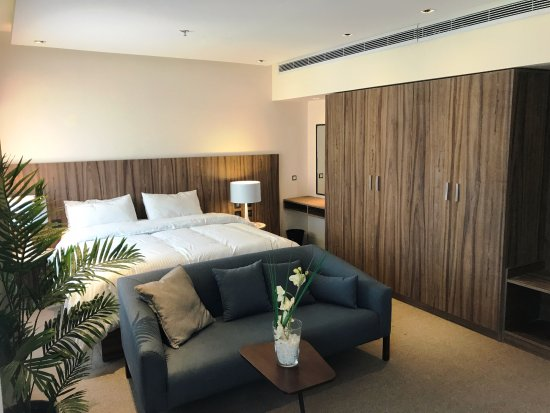 President Hotel: Club Studio