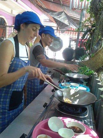 Rawai, Thailand: cooking phad thai