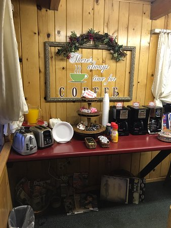 Prospector Motor Lodge: Breakast Area