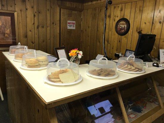 Prospector Motor Lodge: Breakfast Area