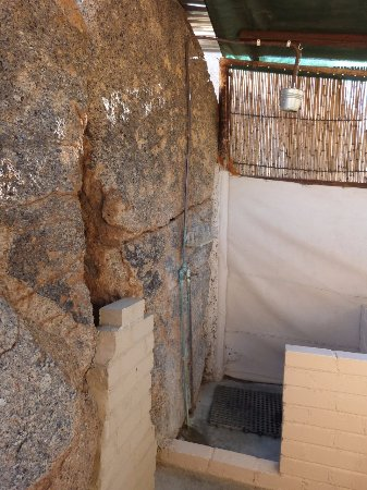 Omaruru, Namibia: Partially blocked shower built into the rocks would have been lovely 20 years ago.