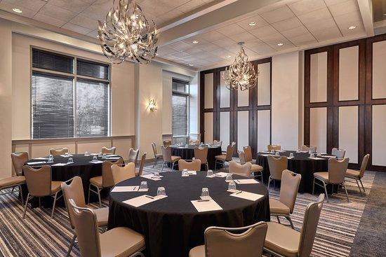 Rosemont, IL: Prado Meeting Space Se in Rounds