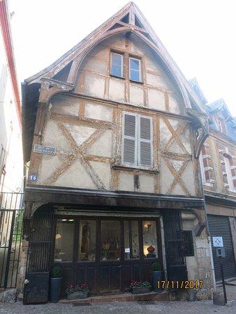 Montlucon, Francia: vieille maison