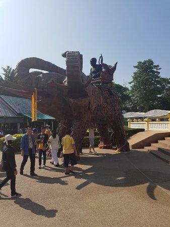 Huay Mongkol Temple: 20171211_101745_large.jpg