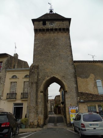 Le Medieval: Porte de Benauge, the main gateway and fortifications to the medieval town of Saint-Macaire, Gir