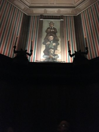 Haunted Mansion: Stretching room