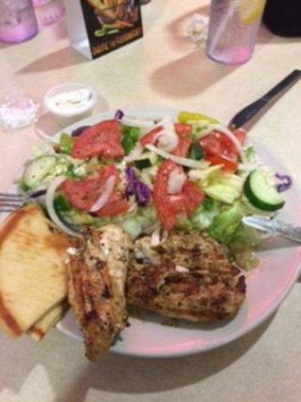 Kenmore, NY: Slouvaki salad! YUMM!