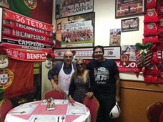 O SANTOS - Comida Portuguesa Restaurant : O Santos proprietário do restaurante uma pessoa super atenciosa e extremamente simpática.
