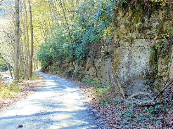 Camp Creek, Virginia Occidental: road through park (this is 2-way traffic)