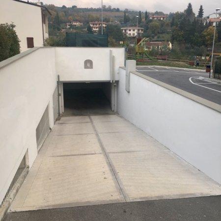 Pelago, Italien: Parcheggio Auto interno al Resort, coperto e privato.