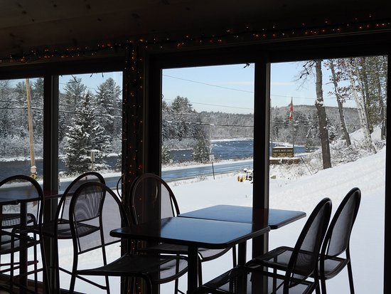 West Forks, ME: Dining experience with a view !
