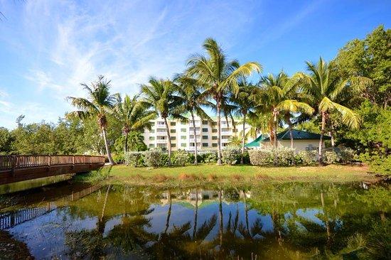 Sunrise Suites Resort: Beautiful views on the grounds of Sunrise Suites