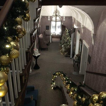 Mottram St. Andrew, UK: Looking festive.