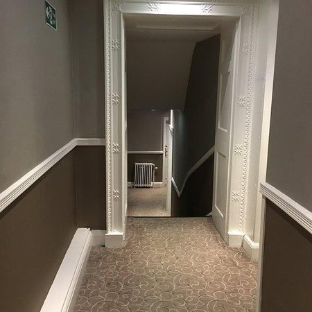 Mottram St. Andrew, UK: Maze like corridors