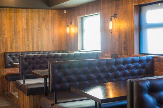 Grangemouth, UK: Bar Seats