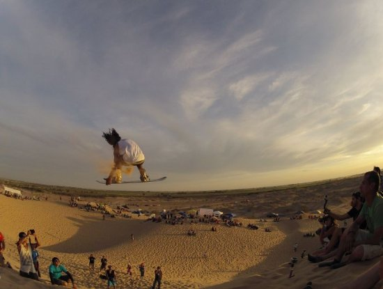 Antofagasta Region, Cile: sand boarding en sector coca roja