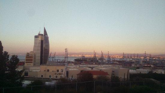 נמל חיפה: Haifa port from Gan Hazikaron