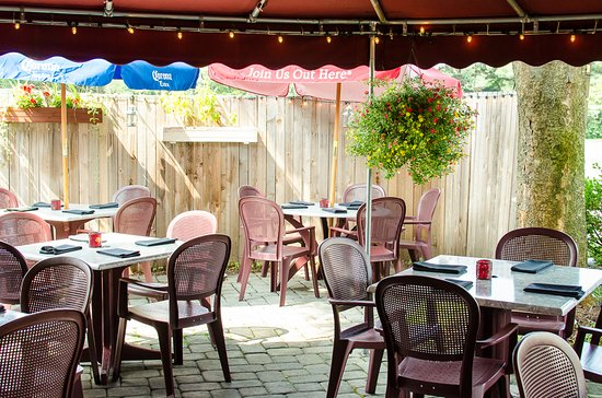 Montgomeryville, PA: Patio dining is the best!