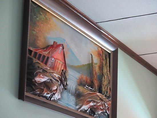 Villa Bedier: Grässliches, Dreidimensionales Bild Im Wohnzimmer.