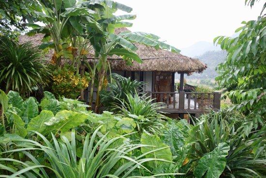 Mai Chau, Vietnam: Vista de la habitación des del exterior.