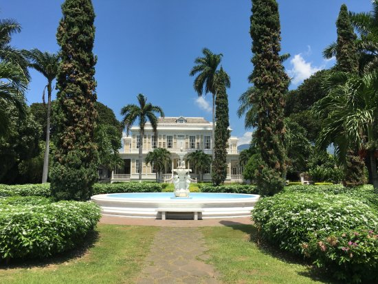 Kingston, Jamaica: The Beautiful Formal Gardens. The fountain is actually an original piece from 1881!