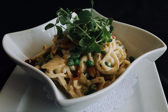 North Bay, Kanada: Somewood Farm's chicken, mushroom and pea pasta