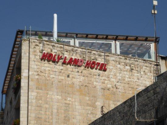 Holy Land Hotel: Auf dem Dach ist im Wintergarten die Bar eingerichtet
