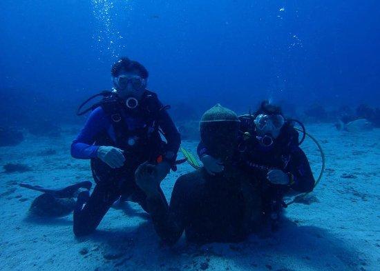 Bouillante, Гваделупа: Accolade au buste du Commandant Cousteau