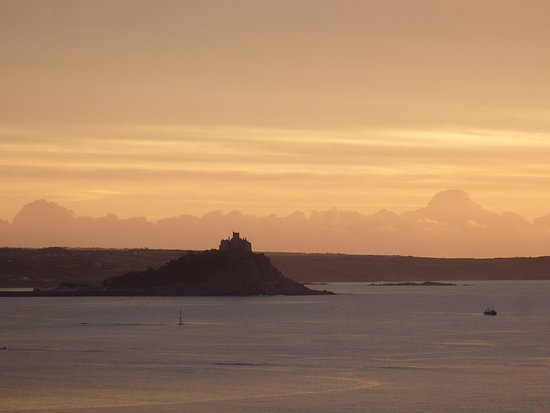 Hotel Penzance: Sunrise view of St Michael's Mount from bedroom window